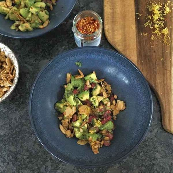 avocado and red bean salad with crispy garlic