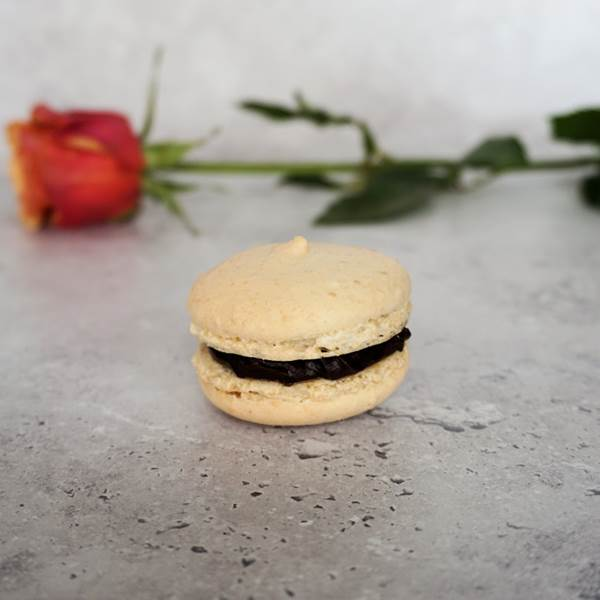 macarons with dark chocolate filling