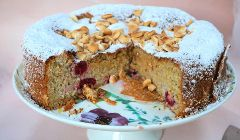 almond cake with raspberries
