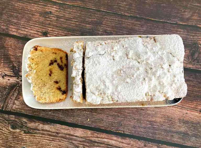 Apricot crumble loaf cake cuisinefiend.com
