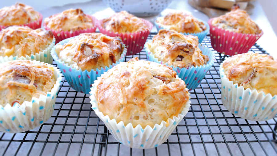 Bacon, apple and cheese muffins