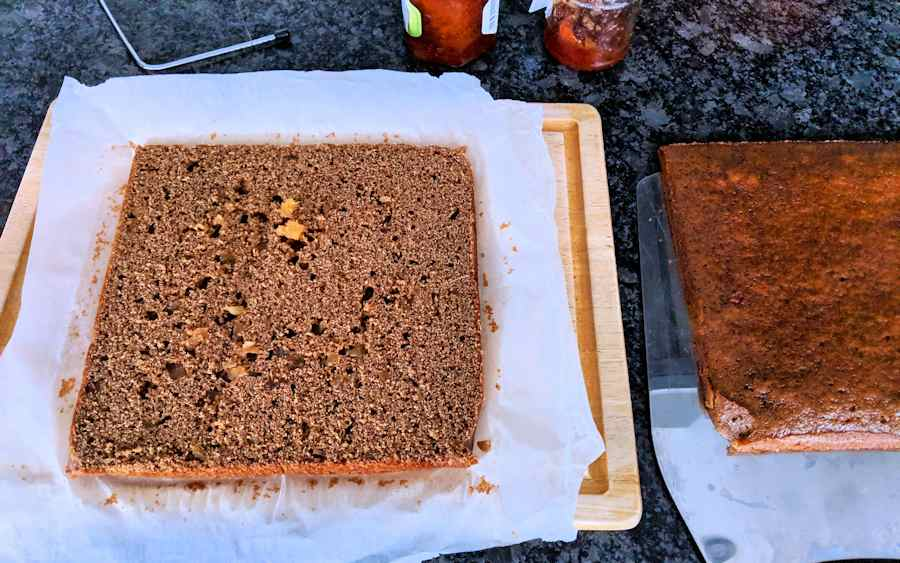 slicing ginger cake