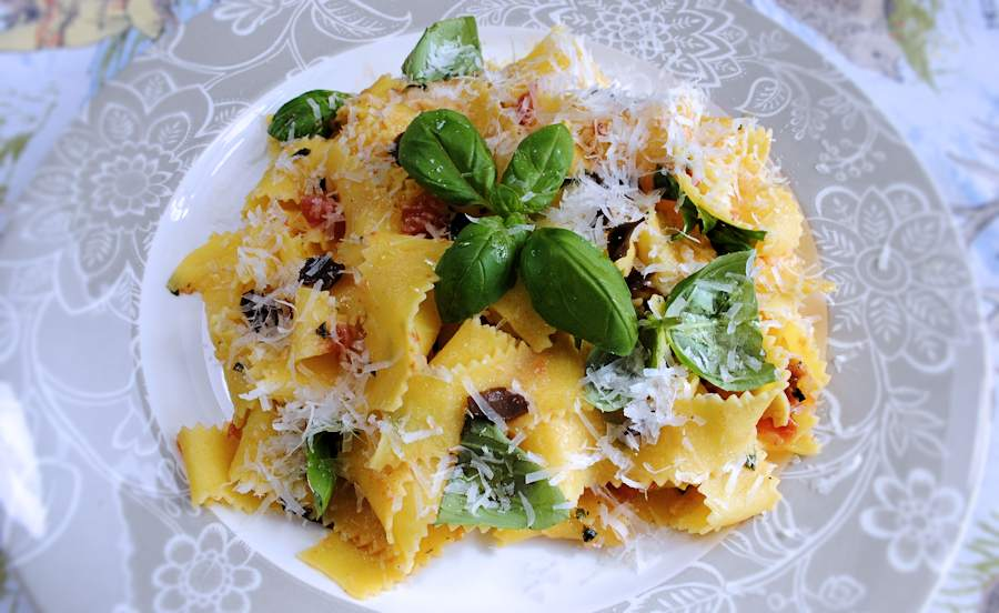 Pappardelle with tomatoes