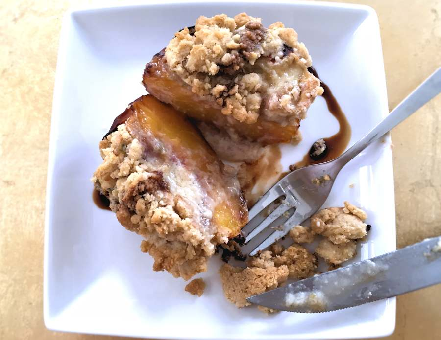 Baked peach with blue cheese
