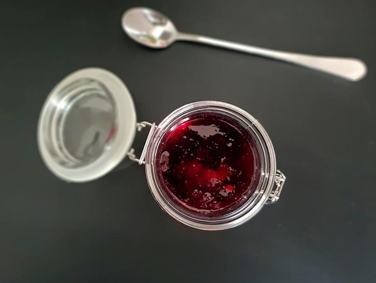redcurrant jelly cuisinefiend.com